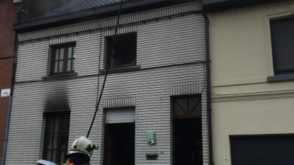 Rijhuis onbewoonbaar na brand op bovenverdieping