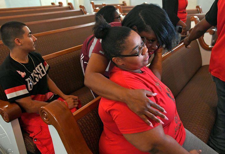 Shevona Overton, de moeder, tijdens een persconferentie over de brand. Ze verloor bij de brand vier kinderen.