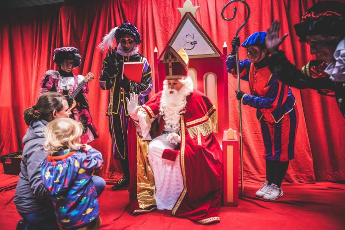 De Sint kreeg een troon in de bib