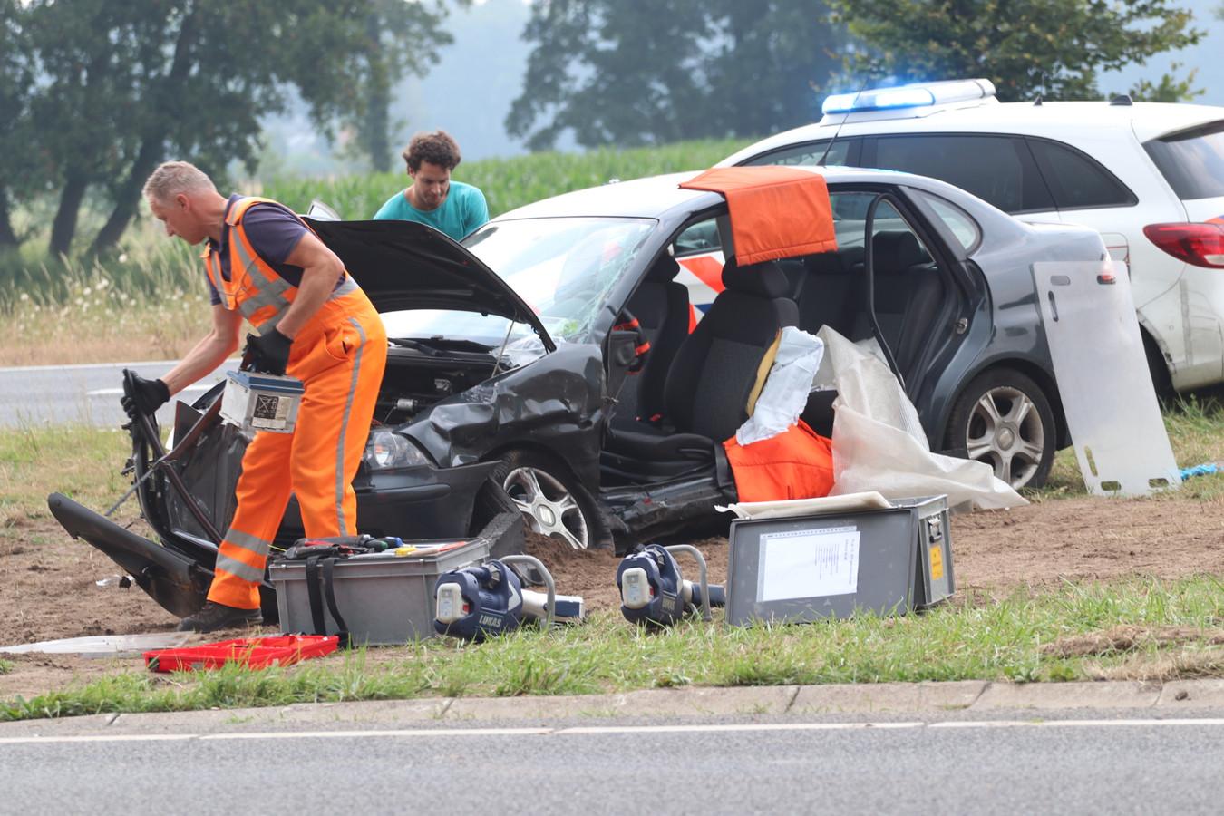 De bestuurder van de personenauto is overgebracht naar het ziekenhuis.