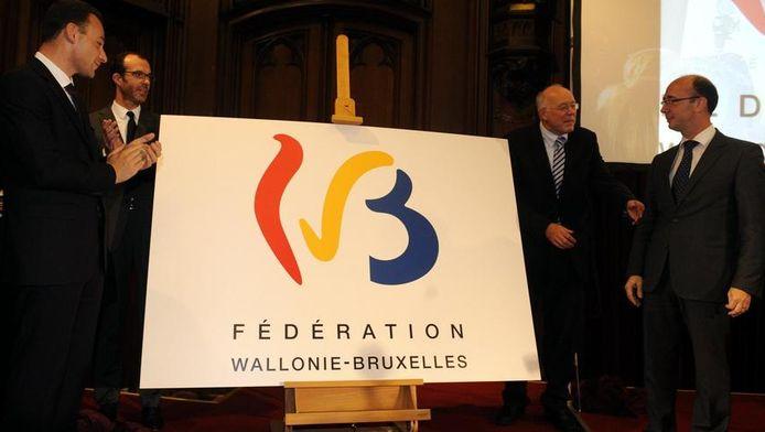 Het logo van de Federatie Wallonië-Brussel werd dinsdag op de Dag van de Franse Gemeenschap officieel voorgesteld.