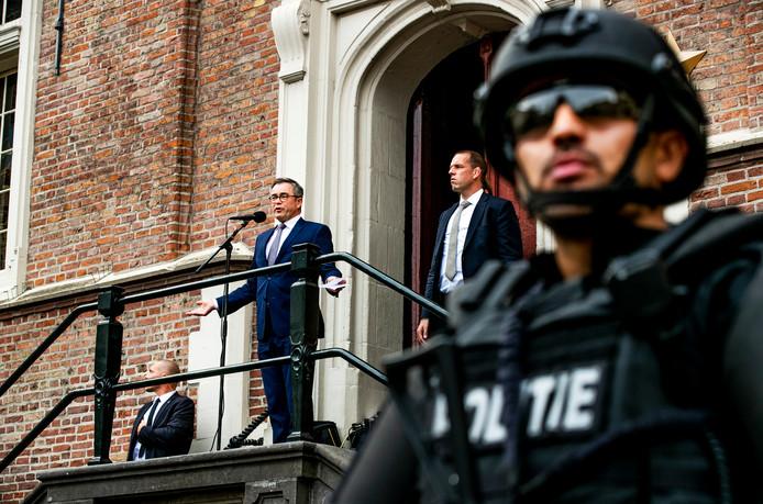ba15ae7465a Burgemeester Jos Wienen van Haarlem spreekt tijdens een demonstratie als  steunbetuiging voor de bedreigingen aan zijn adres. © ANP