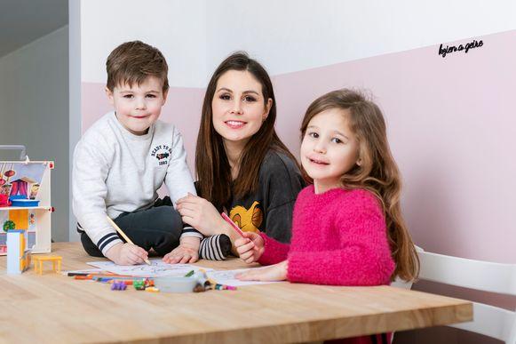 Julie Troonbeeckx met zoon Miel en dochter Fien.