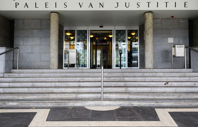 Waar de officier van justitie 16 jaar cel eiste, veroordeelde de rechtbank in Zutphen Hameed R. tot een gevangenisstraf van 16 jaar voor de spanbandmoord in Apeldoorn twee jaar geleden.