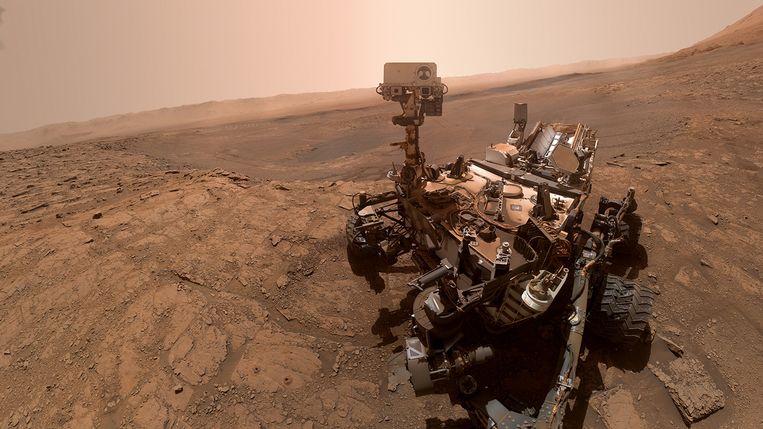 Op de voorgrond, links van de robot zijn de twee kleine gaten te zien: Glen Etive 1 en 2.