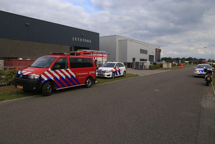 Bij een bedrijfsongeval in Deurne is er een persoon tussen stukken steen bekneld geraakt. Het slachtoffer overleed aan zijn verwondingen.