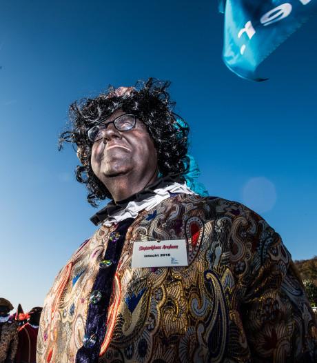 Verslaggever Harry van der Ploeg verandert in Pers Piet: 'Piet van elke kleur is welkom in Arnhem'