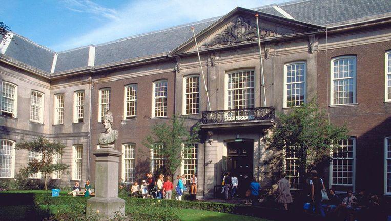 De Oudemanhuispoort, een van de universiteitsgebouwen van de UvA, waar architecten een alternatief plan voor de nieuwe universiteitsbibliotheek hebben bedacht. Beeld ANP