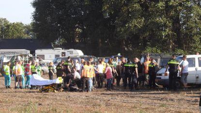 Auto rijdt publiek in bij prijsuitreiking Nederlandse autocross: 4 gewonden