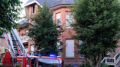 Acht bewoners ontsnappen uit brandend huis