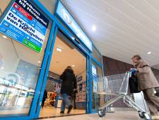 Alphense scholieren grijpen winkeldief in de kraag, als beloning gratis repen van de supermarkt