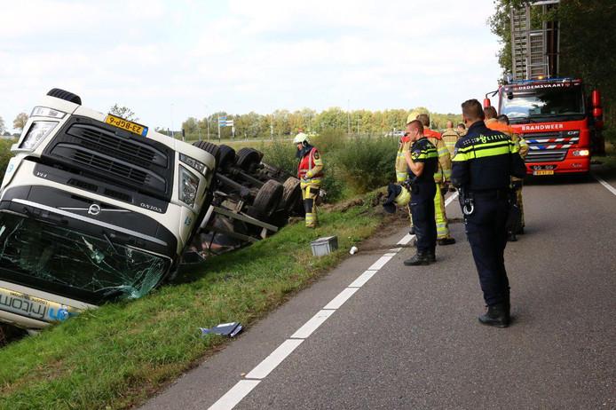 De chauffeur raakte bekneld in zijn cabine.