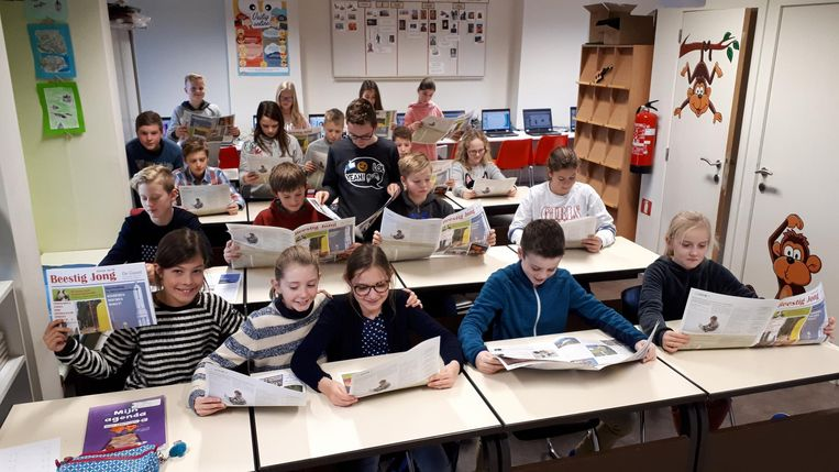 De leerlingen van de Zonnevlier kregen de Beestig Jongkrant in primeur.