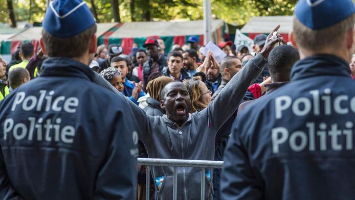 Plusieurs réfugiés du parc Maximilien à Bruxelles accusent des policiers de racket et de violences à leur encontre (photo d'illustration).