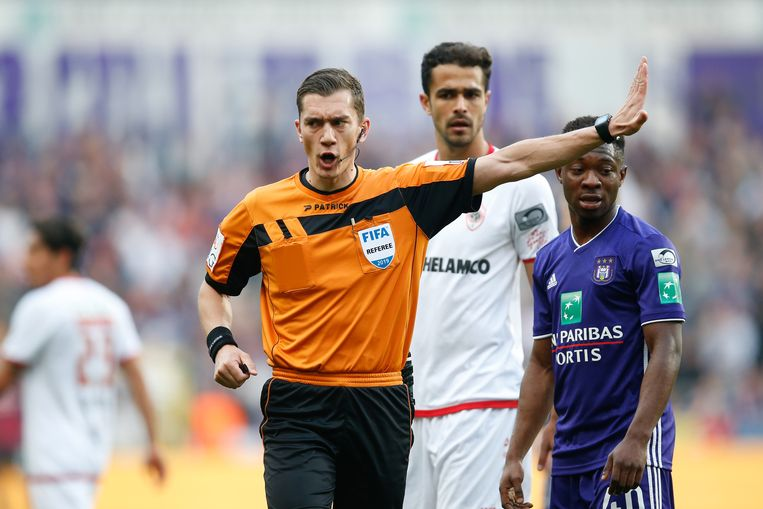 referee Jonathan Lardot pictured during a soccer match between RSC Anderlecht and Royal Antwerp FC, Sunday 07 April 2019 in Brussels, on day 3 (out of 10) of the Play-off 1 of the 'Jupiler Pro League' Belgian soccer championship. BELGA PHOTO BRUNO FAHY