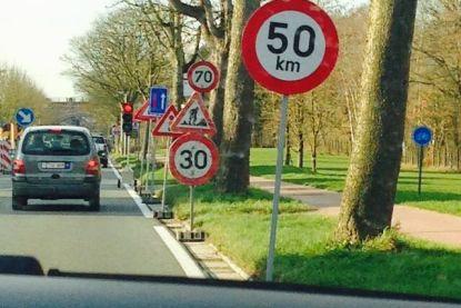 QUIZ: Ken jij deze opmerkelijke verkeersborden langs Europese wegen goed genoeg om op vakantie te kunnen vertrekken?