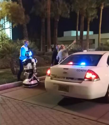 SF-ongelukje: Zelfrijdende auto rijdt zelfstandige robot aan bij techbeurs