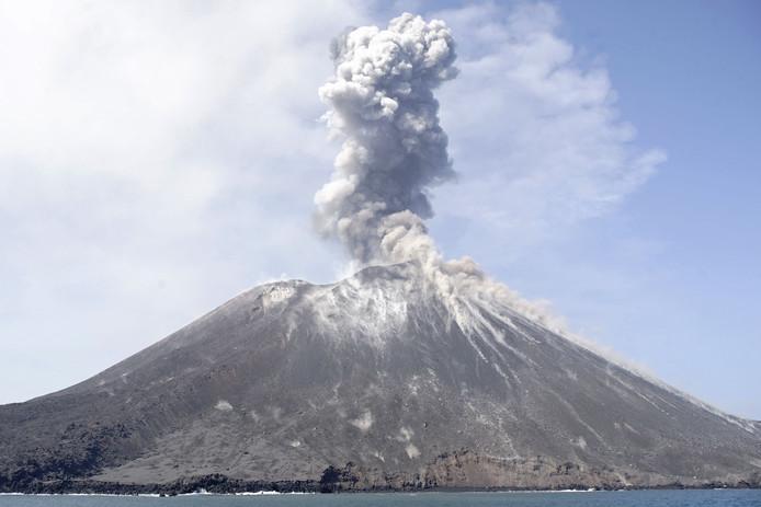 De vulkaan Anak Krakatau in juli van dit jaar.