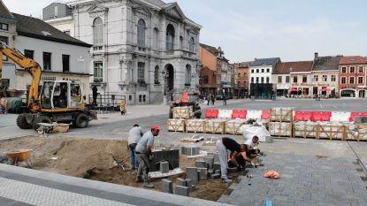 Grote Markt ligt opnieuw open: na maanden wachten krijgen ontbrekende 'Chinese' stenen eindelijk hun plek