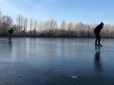 Waaghalzen op het ijs bij Zwolle: 'Alles in mij zegt: terug! Maar je moet door'