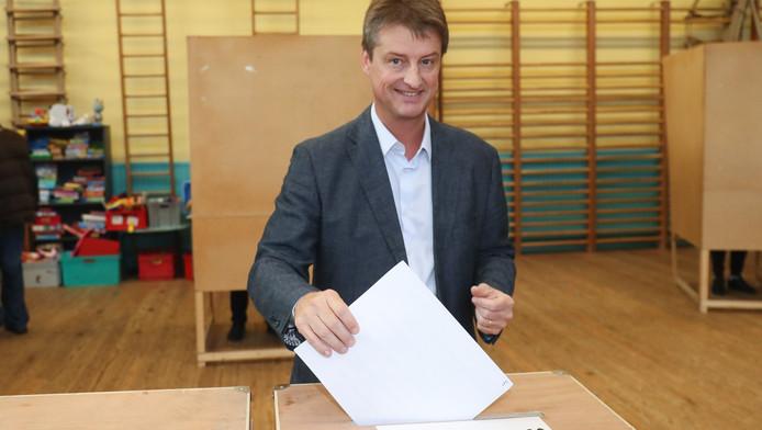 Olivier Chastel votant à Mont-sur-Marchienne