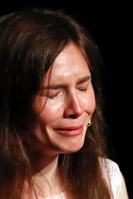 """De retour en Italie, Amanda Knox fond en larmes: """"J'ai peur d'être piégée"""""""