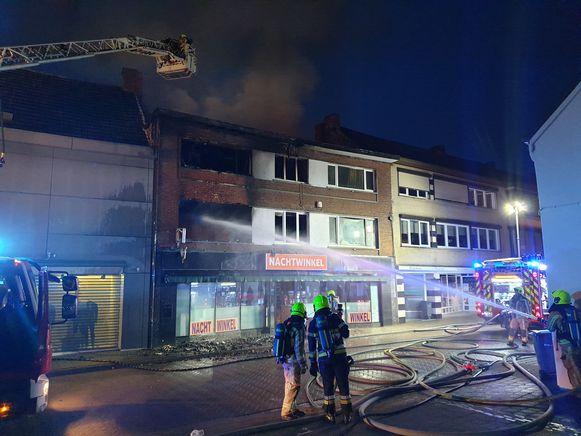 Het pand van de nachtwinkel brandde twee weken geleden volledig uit.