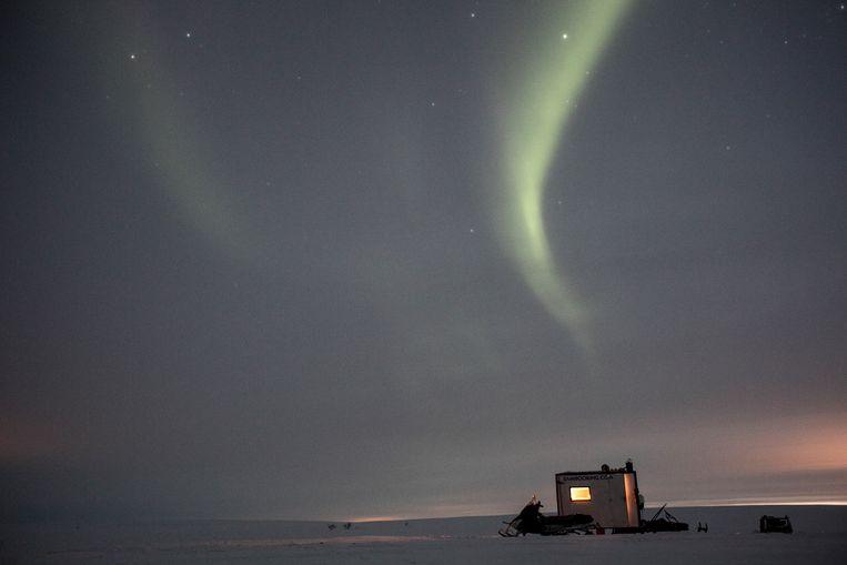 Een cabine van een Sami, midden op de toendra van Kautokeino in het noorden van Noorwegen. Beeld Hollandse Hoogte