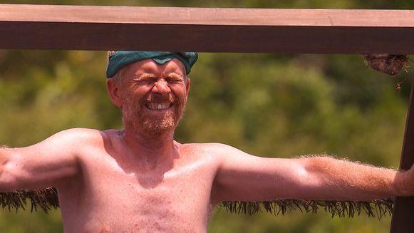 Luc, de oudste kandidaat van 'Expeditie Robinson', moet vlak voor de finale wedstrijd verlaten.