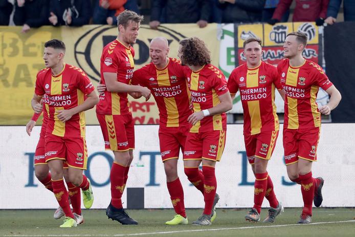 GA Eagles viert feest na de 0-1 van Elmo Lieftink.