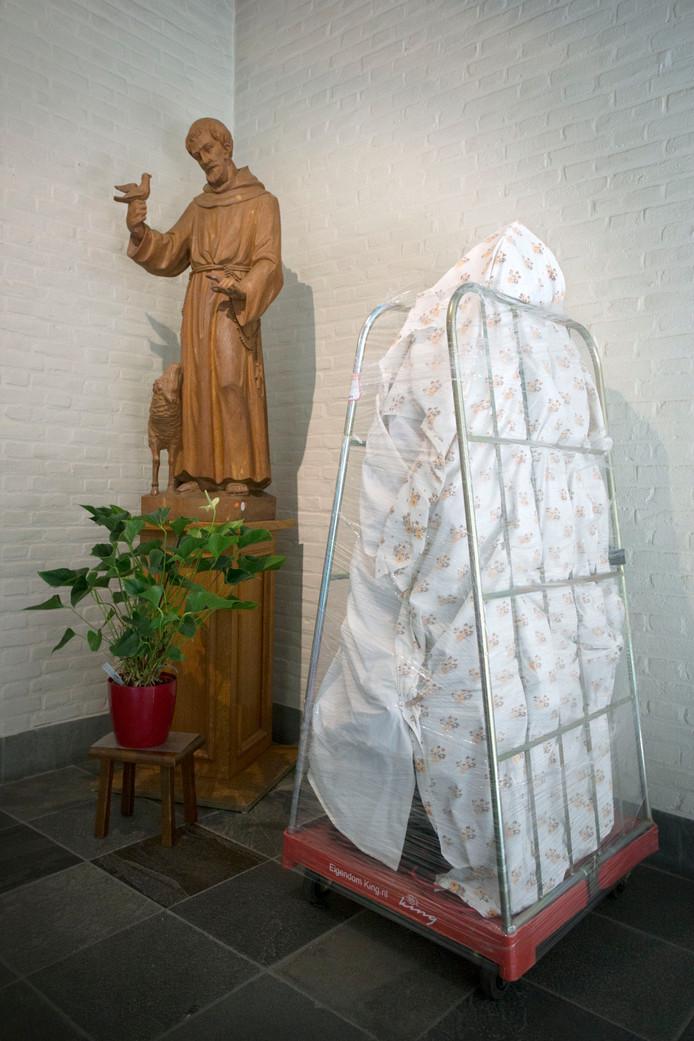 Zonder hun Franciscus gaan de Franciscanessen natuurlijk niet. Hij heeft een rood stickertje.
