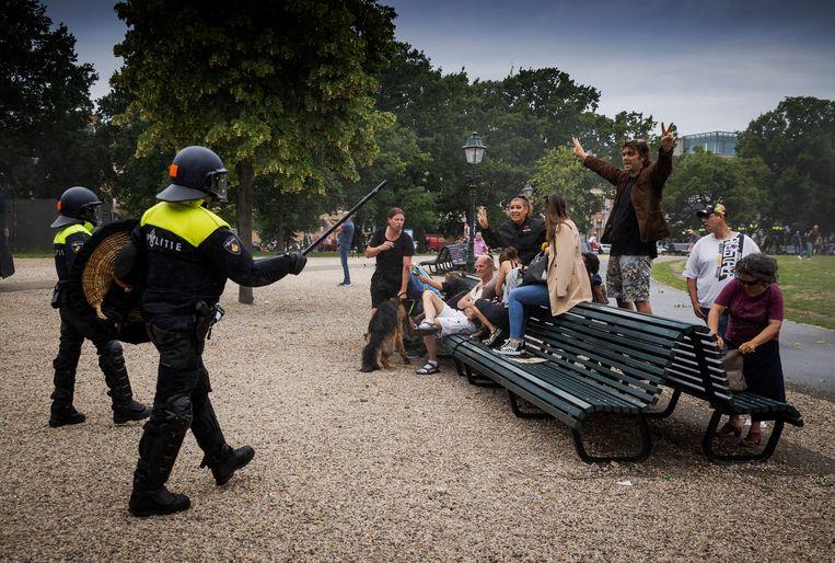 Vorige week zondag kwamen mensen onder de noemer 'Viruswaanzin' samen op het Malieveld in Den Haag.  Beeld Hollandse Hoogte / ANP