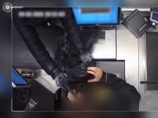 Kassamedewerker (17) in gezicht geslagen door gewapende overvaller van Jumbo Duiven