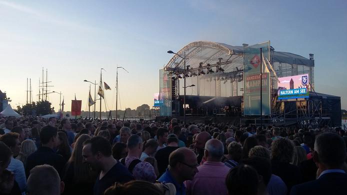 Zo'n 4000 toeschouwers bij het slotconcert op de 3e Hanzedag in Kampen.