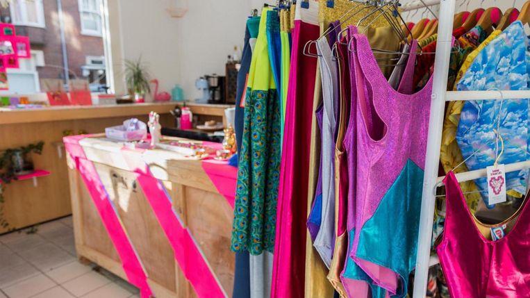 Bij Sabine Staartjes ga je voor een kleurrijk tenue. Beeld Tammy van Nerum