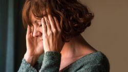 """Wanneer migraine je leven beheerst. Ann (57) test al 25 jaar remedie na remedie: """"De angst dat het nooit beter zal worden is het ergste"""""""