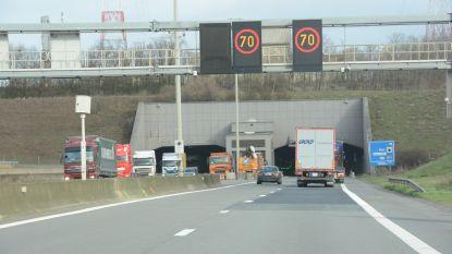 Flitspaal geplaatst aan Beverentunnel voor chauffeurs die tunneldosering negeren