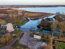Handige wethouder Harmsma komt met oplossing voor jaren slepend probleem loswal in Giethoorn