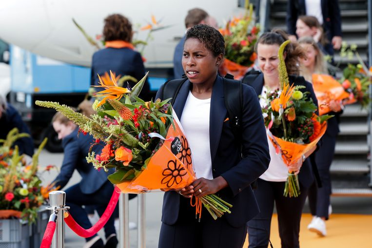 Lineth Beerensteyn arriveert op Schiphol. Beeld BSR Agency