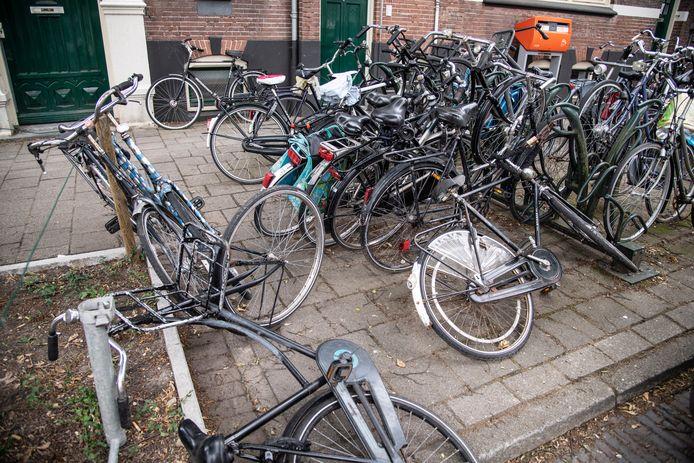 'Fietskerkhoven' zoals deze in Bottendaal, zijn als het aan de gemeente ligt binnenkort verleden tijd in Nijmegen. De stad heeft speciale barrel-verwijder-regels opgesteld.