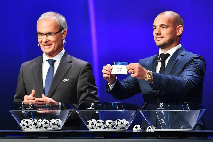 Wesley Sneijder koppelde Ajax bij de loting aan Chelsea, Valencia en Lille.