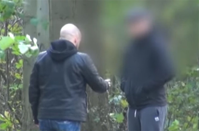 Gary Ducran confronte le pédophile présumé avec qui il a conversé sur internet