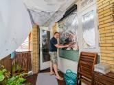 Aluminiumfolie voor de ramen en het dak sproeien: zo houdt deze Utrechter het huis koel