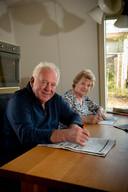 Arie den Hartog en zijn vrouw Marijke puzzelen veel.