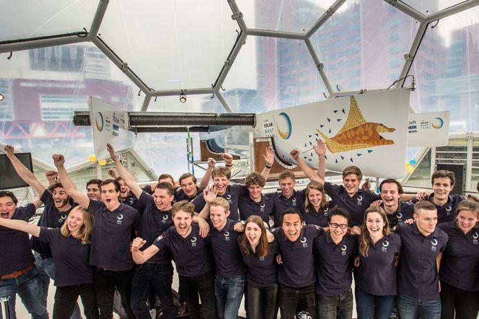 Het TU Delft Solar Boat Team presenteert de eerste zonneboot die de zee kan trotseren.