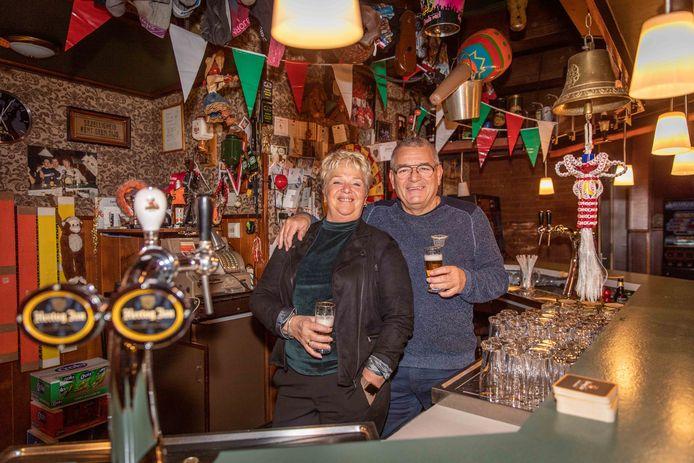 Hans en Jenny Goudzwaard; stoppen na 25 jaar met cafe 't Centrum in Poortvliet
