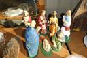 Een kerststalleke hoort ook tot de 'garagesale' bij Saris in Liempde.
