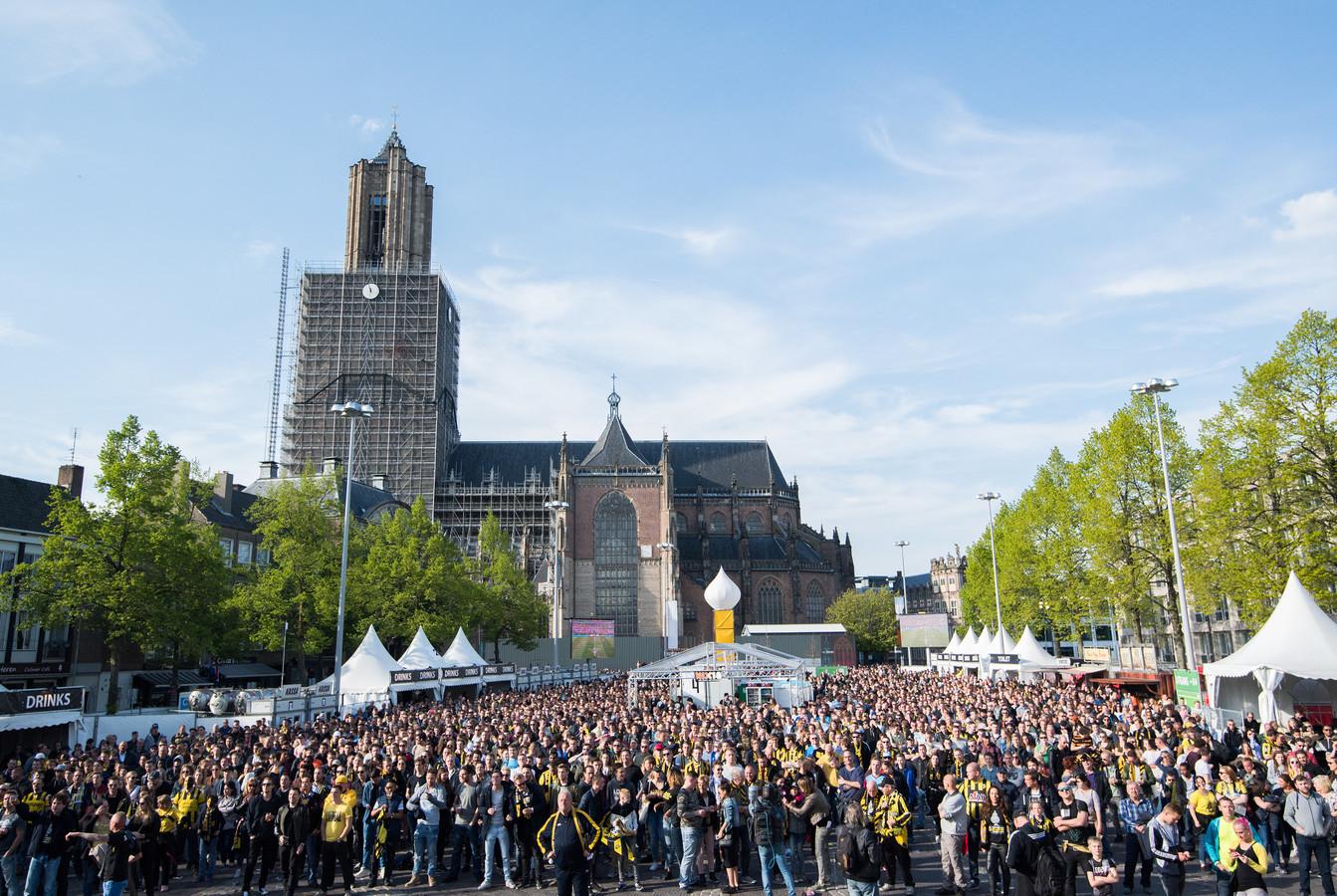 Bekerfinale rustig verlopen in arnhem feestvreugde overheerst foto - Foto van het terras ...