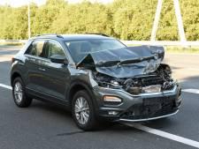 Automobilist let even niet op en botst achterop vrachtwagen op de A27