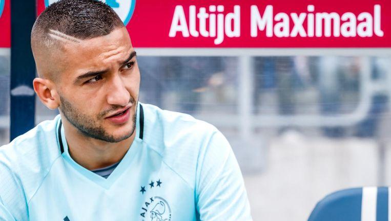 Ziyech op de bank tijdens het laatste competitieduel van Ajax tegen Willem II Beeld Pro Shots